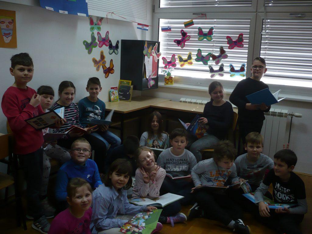 III. osnovna škola Varaždin - 2b - čitateljski kutić